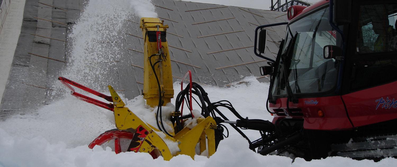 Für grössere Winterevents und Wintersportveranstaltungen vermietet snow+promotion Pistengeräte und Pistenraupen