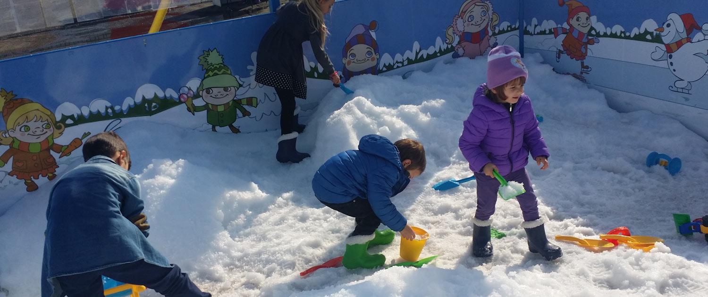 Schneemann bauen als Schnee-Attraktion von snow+promotion